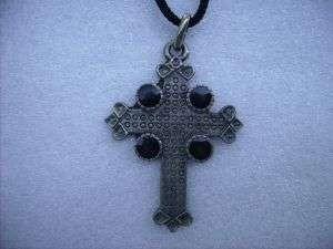 Croce larga con cerchi neri/Cross pendant